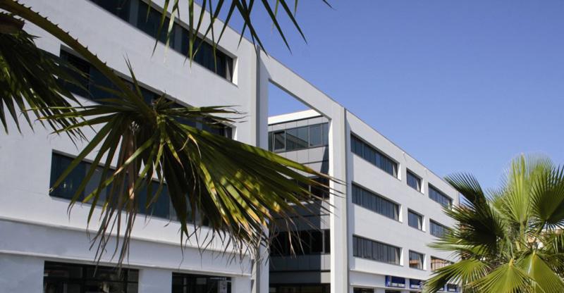 Vente d'immeubles de bureaux et de locaux commerciaux